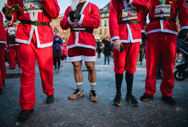 """Charity runners dressed as Father Christmas participate in the """"Santa Run"""" charity fun run in Stockholm on December 10, 2017. (Photo by Jonathan Nackstrand/AFP Photo)"""