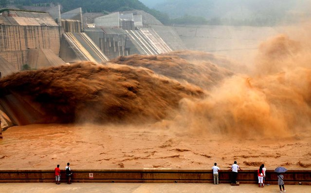 Flood water gushes from the Xiaolangdi Reservoir, on the Yellow River in Jiyuan, central China's Henan Province. (Photo by Miao Qiunao/Xinhua/Associated Press)