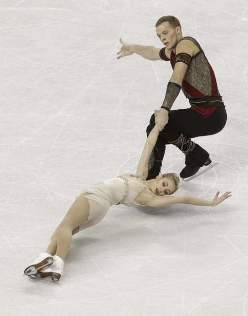 Tarah Kayne and Danny O'Shea perform during the pairs free skate program in the U.S. Figure Skating Championships in Greensboro, N.C., Saturday, January 24, 2015. (Photo by Gerry Broome/AP Photo)