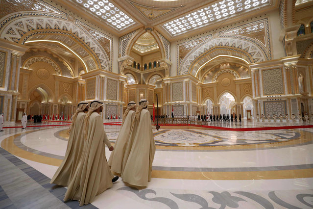 Emirati honorary guards walk through a reception hall at the presidential palace in Abu Dhabi during Chinese President Xi Jinping' s visit to the UAE capital on July 20, 2018. President Xi Jinping arrived in Abu Dhabi on July 19, 2018 for a three- day visit, after the announcement of oil and trade deals between China and the UAE. (Photo by Karim Sahib/AFP Photo)