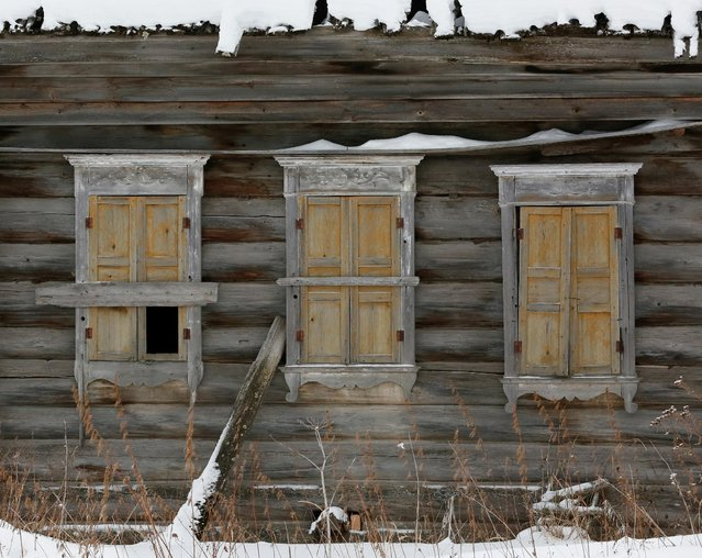 An abandoned house is seen in the remote Siberian village of Mikhailovka where Mikhail Baburin, 66, lives, Krasnoyarsk region, Russia, December 5, 2016. (Photo by Ilya Naymushin/Reuters)