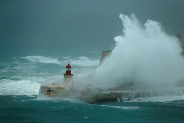 Huge waves crash against the breakwater and Fort Ricasoli at the entrance to Valletta's Grand Harbour, Malta December 17, 2016. (Photo by Darrin Zammit Lupi/Reuters)