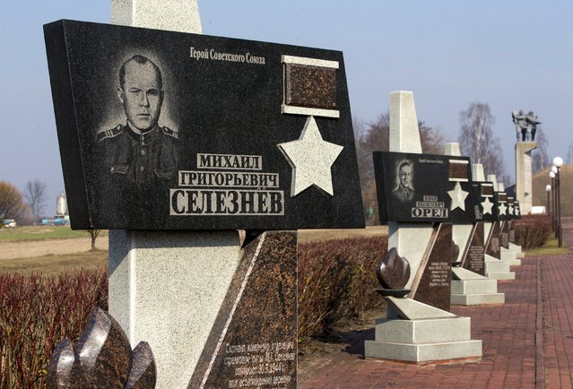 A monument with portraits of soldiers killed during World War Two is seen in the village of Sychkovo, southeast of Minsk, March 11, 2015. According to the inscriptions on the monument, 230 Soviet soldiers and officers killed during the war were buried at this site. (Photo by Vasily Fedosenko/Reuters)