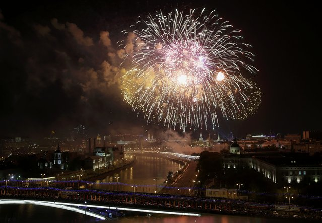 Fireworks explode over the Moskva river, with Kremlin seen on the background, during the Victory Day celebrations in Moscow, Russia, May 9, 2015. (Photo by Tatyana Makeyeva/Reuters)
