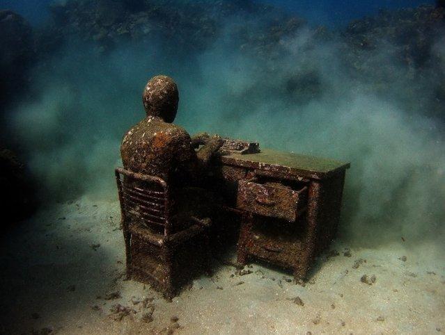 """The lost correspondent"". Underwater Sculpture, Museo Subacuático de Arte, Cancun. (Photo by Jason deCaires Taylor/UnderwaterSculpture)"