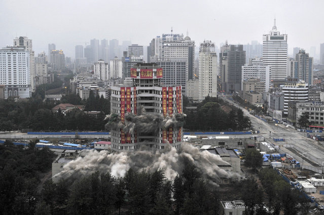 A view shows Worker's Cultural Palace during demolition by explosives in Kunming, Yunnan province, China, September 7, 2013. (Photo by Reuters/Stringer)