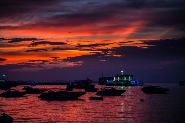 This photo taken on March 29, 2017 shows the sunset in Pattaya. (Photo by Roberto Schmidt/AFP Photo)