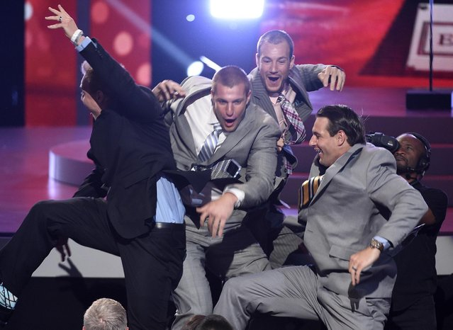 NFL player Rob Gronkowski, of the New England Patriots, from second left, accepts the best comeback athlete award with his brothers, NFL free agent Chris Gronkowski and former NFL player Dan Gronkowski at the ESPY Awards at the Microsoft Theater on Wednesday, July 15, 2015, in Los Angeles. (Photo by Chris Pizzello/Invision/AP Photo)