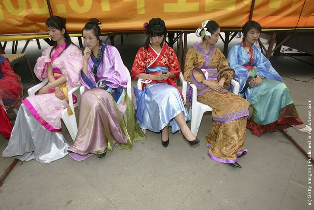 Models prepare to display Han nationality clothes during the first National Han Costume Design and Performance Contest