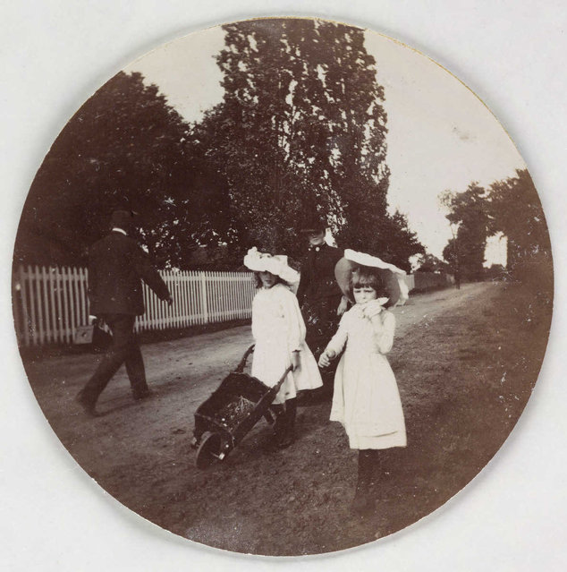 Children walking with a wheelbarrow, about 1890. (Photo by Collection of National Media Museum/Kodak Museum)