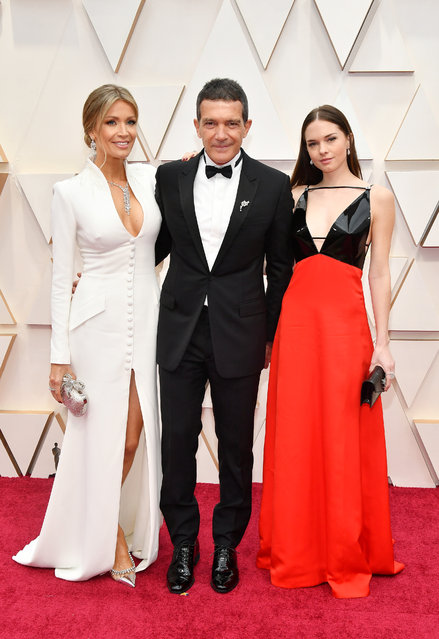 (L-R) Nicole Kimpel, Antonio Banderas, and Stella Banderas attend the 92nd Annual Academy Awards at Hollywood and Highland on February 09, 2020 in Hollywood, California. (Photo by Amy Sussman/Getty Images)