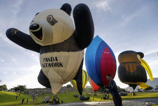 A Japanese participant prepares to take off in their panda-shaped hot air balloon during the 2016 International Hot Air Balloon Festival in Taitung, southeast of Taiwan, 01 July 2016. (Photo by Ritchie B. Tongo/EPA)