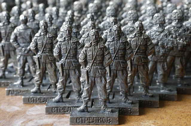 "Figurines of former pro-Russian separatist commander Igor Strelkov from the collection entitled ""Toy Soldiers of Novorossiya"" are on display at a workshop in Moscow August 29, 2014. (Photo by Sergei Karpukhin/Reuters)"