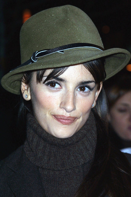 """Spanish-born actress Penelope Cruz attends the premiere of """"All the Pretty Horses"""", directed by Billy Bob Thornton, December 10, 2000 at The Beekman Theatre in New York City. (Photo by George De Sota/Newsmakers)"""