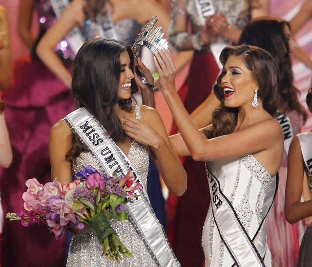Miss Colombia Paulina Vega (L) is crowned by last year's Miss Universe, Venezuela's Gabriela Isler, at the 63rd Annual Miss Universe Pageant in Miami, Florida, January 25, 2015. (Photo by Andrew Innerarity/Reuters)