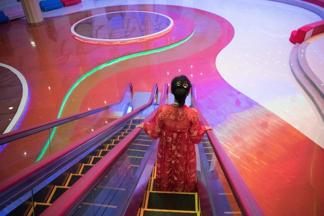 A guide in traditional Korean dress stands on an escalator at Mansyongdae School Childrens' Palace on August 23, 2018 in Pyongyang, North Korea. (Photo by Carl Court/Getty Images)