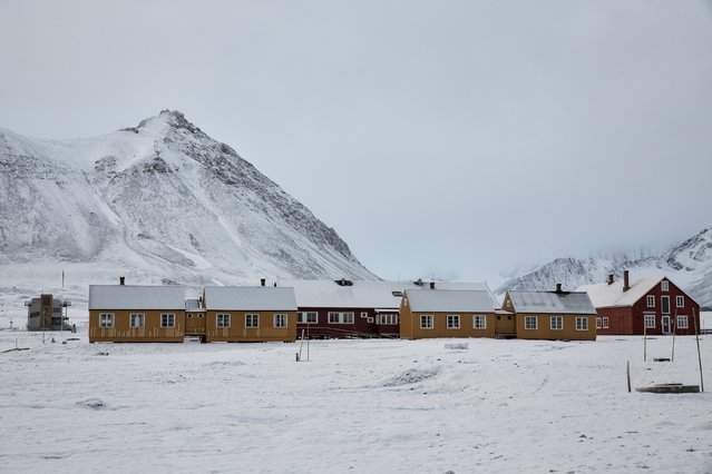Snow is seen on the research centre, formerly a coal mining town, in Ny-Alesund, Svalbard, Norway October 13, 2015. (Photo by Anna Filipova/Reuters)