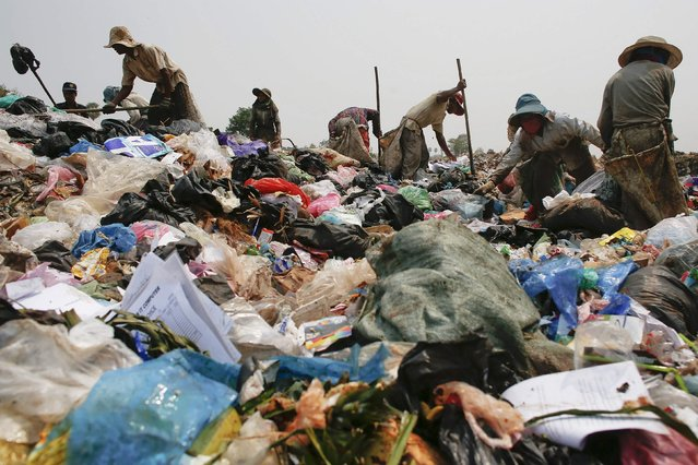 People search for usable items after a truck unloaded garbage at dumpsite outside Siem Reap March 19, 2015. (Photo by Athit Perawongmetha/Reuters)