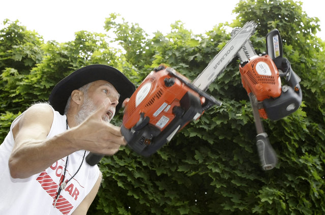 Milan Roskopf of Slovakia juggles three motor saws during the Impossibility Challenger in Dachau, north of Munich, June 21, 2009. Roskopf, 50, improved his world record by increasing the number of successful times the motor saws were juggled to 62 from 35. (Photo by Michaela Rehle/Reuters)