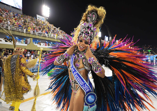A Carnival Princess performs during the first night of Rio's Carnival parade at the Sambodrome in Rio de Janeiro, Brazil, on March 3, 2018. (Photo by Carl de Souza/AFP Photo)