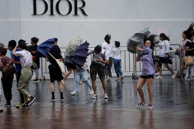 People walk in the rainstorm as typhoon Lekima approaches in Shanghai, China on August 10, 2019. (Photo by Aly Song/Reuters)