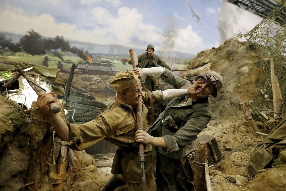 "Russia Creates ""World's Biggest"" War Diorama"