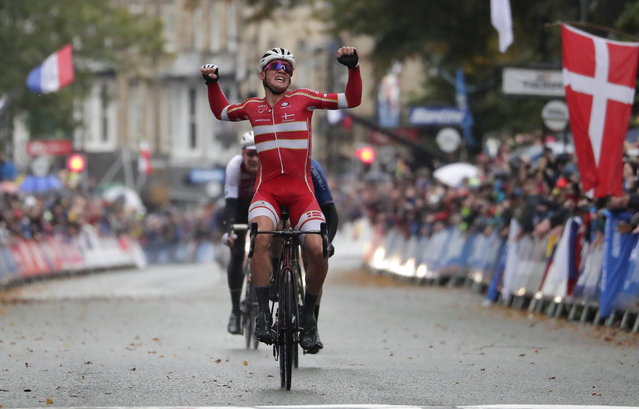 Denmark's Mads Pedersen celebrates winning the men elite race, at the road cycling World Championships in Harrogate, England, Sunday, September 29, 2019. (Photo by Manu Fernandez/AP Photo)