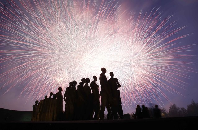 Fireworks explode in the sky above a monument to victims of the holocaust during events to mark Victory day in Moscow May 9, 2014. Russia celebrates the 1945 victory over Nazi Germany every year on May 9. (Photo by Artur Bainozarov/Reuters)