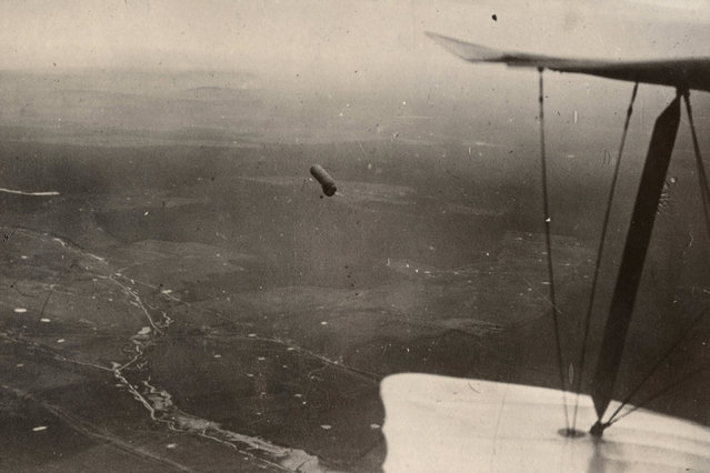 An observation balloon is pictured from an aeroplane over the Western Front in this 1917 handout picture. This picture is part of a previously unpublished set of World War One (WWI) images from a private collection. The pictures offer an unusual view of varied and contrasting aspects of the conflict, from high tech artillery to mobile pigeon lofts, and from officers partying in their headquarters to the grim reality of life and death in the trenches. The year 2014 marks the centenary of the start of the war. (Photo by Reuters/Archive of Modern Conflict London)