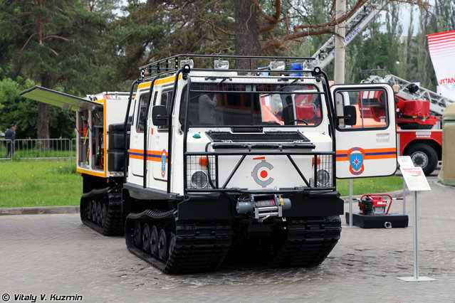Multifunctional fire fighting and emergency vehicle on BV-206 MLI base