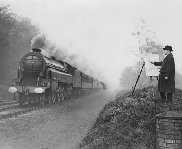 Railway poster artist Norman Wilkinson (1878 - 1971) sketches moving trains on the LMS railway near Watford, Hertfordshire, 15th January 1936