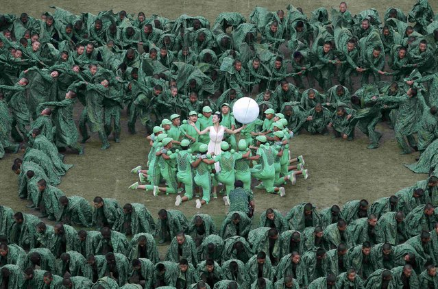 Performers participate in the opening ceremony of the 15th IAAF World Championships at the National Stadium in Beijing, China August 22, 2015. (Photo by Fabrizio Bensch/Reuters)