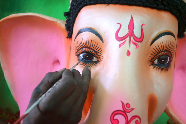 An Indian artist paints an idol of Hindu elephant-headed god Lord Ganesha during the preparations for the upcoming Ganesha Chaturthi festival in Bhopal, India, 16 September 2015. The idol is meant for the forthcoming festival Ganesha Chaturthi, a ten-day long event which is celebrated all over India. (Photo by Sanjeev Gupta/EPA)