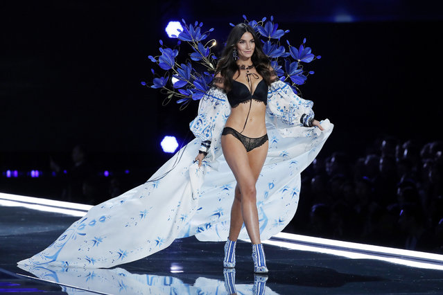 Model Lily Aldridge wears a creation during the Victoria's Secret fashion show at the Mercedes-Benz Arena in Shanghai, China, Monday, November 20, 2017. (Photo by Andy Wong/AP Photo)