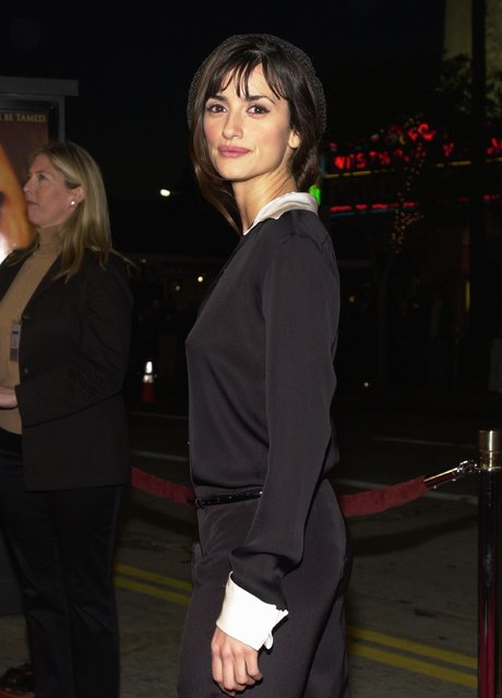 """Actress Penelope Cruz arrives at the premiere of Miramax Films' """"All The Pretty Horses"""" December 17, 2000 in Westwood, CA. (Photo by Chris Weeks/Liaison)"""