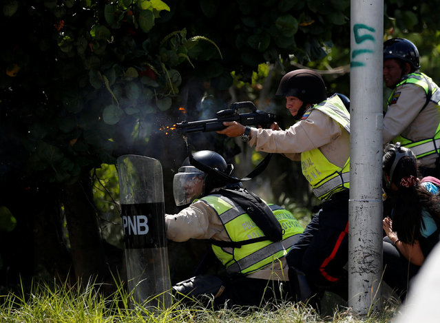 Riot police clash with protesters during a rally to demand a referendum to remove Venezuela's President Nicolas Maduro in Caracas, Venezuela, September 1, 2016. (Photo by Carlos Garcia Rawlins/Reuters)