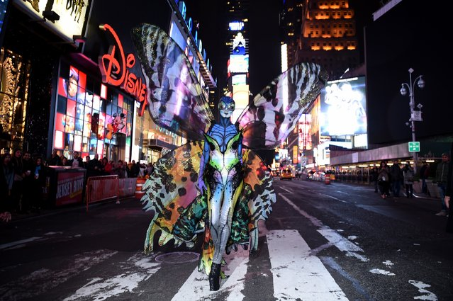 Heidi Klum poses in Time Square on October 31, 2014 in New York City. (Photo by Dimitrios Kambouris/Getty Images for Heidi Klum)
