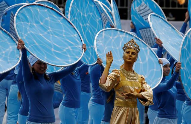 Artists perform during the celebrations for the City Day in Moscow, Russia September 10, 2016. (Photo by Sergei Karpukhin/Reuters)