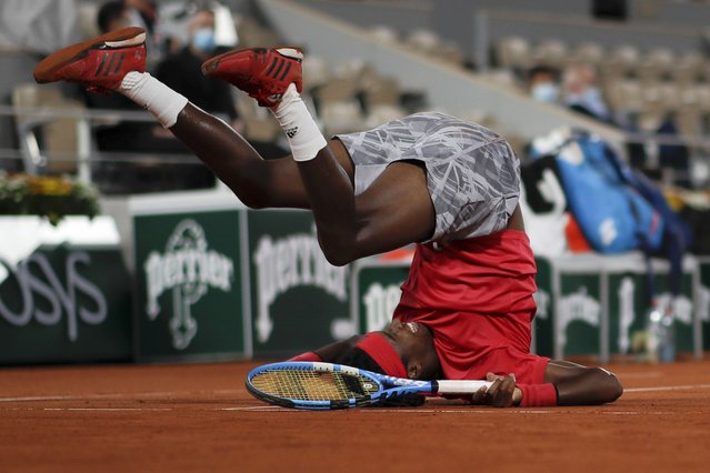 Sweden's Mikael Ymer slips and falls in the first round match of the French Open tennis tournament against Serbia's Novak Djokovic at the Roland Garros stadium in Paris, France, Tuesday, September 29, 2020. (Photo by Alessandra Tarantino/AP Photo)