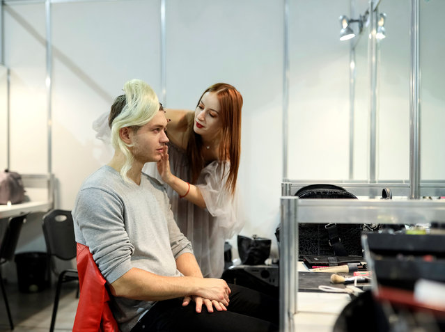 A model has makeup applied backstage at Ukrainian Fashion Week in Kiev, Ukraine, October 12, 2016. (Photo by Gleb Garanich/Reuters)