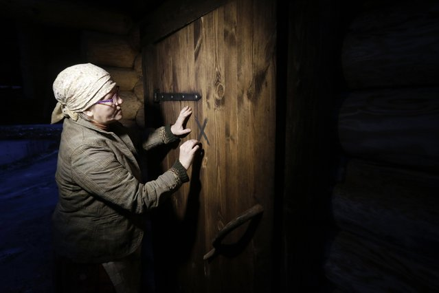 Eda Veeroja draws with ashes a traditional symbol on the door of the smoke sauna at Mooska farm, near the village of Haanja December 20, 2014. (Photo by Ints Kalnins/Reuters)