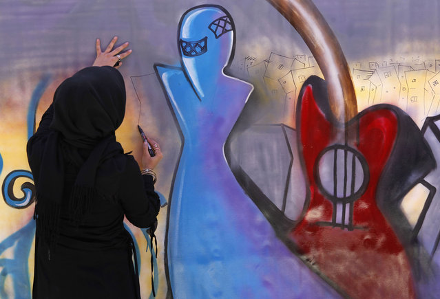 An artist paints graffiti on a wall during the Sound Central music festival in Kabul, on May 1, 2013. (Photo by Omar Sobhani/Reuters)
