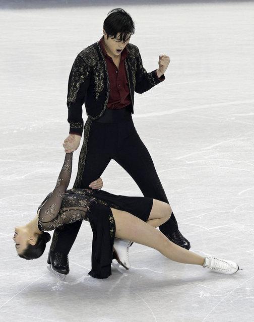 Maia Shibutani, bottom, and Alex Shibutani react at the end of their short dance program at the U.S. Figure Skating Championships in Greensboro, N.C., Friday, January 23, 2015. (Photo by Chuck Burton/AP Photo)