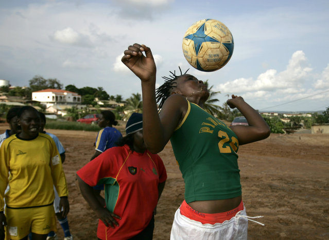 Players of the all female '113' soccer team take part in a training session in Cabinda, Angola, January 22, 2010. (Photo by Rafael Marchante/Reuters)