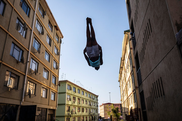 Star trampoline artist, Phaphama Nxumalo is vertical as she falls to the trampoline on one of the three public trampolines in the Alexandra township in Johannesburg, South Africa, 27 August 2019. The children jump after school each day as one of the rare extra activities in one of Johannesburg oldest and most impoverished townships. (Photo by Kim Ludbrook/EPA/EFE)