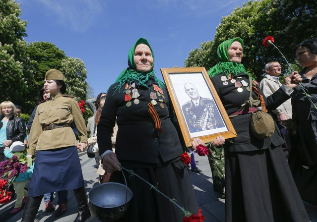 World War II veterans carry a portrait of legendary Soviet commander Georgiy Zhukov during Victory Day celebrating in downtown Kiev, Ukraine, 09 May 2014. People of former USSR countries celebrate the 69th anniversary of the victory over Nazi Germany in World War II. (Photo by Sergey Dolzhenko/EPA)