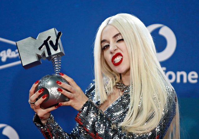 Ava Max poses with the Best Push award at the backstage during the 2019 MTV Europe Music Awards at the FIBES Conference and Exhibition Centre in Seville, Spain, November 3, 2019. (Photo by Jon Nazca/Reuters)