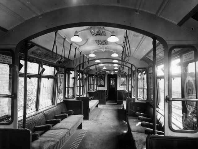 Interior of an all-steel London underground train, circa 1920. (Photo by Topical Press Agency/Getty Images)