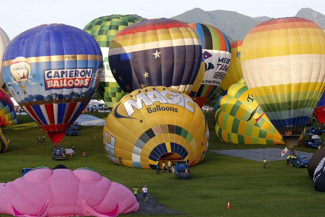 Participants inflate their hot air balloons during the 2016 International Hot Air Balloon Festival in Taitung, southeast of Taiwan, 01 July 2016. (Photo by Ritchie B. Tongo/EPA)