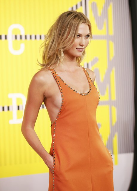 Model Karlie Kloss arrives at the 2015 MTV Video Music Awards in Los Angeles, California, August 30, 2015. (Photo by Danny Moloshok/Reuters)